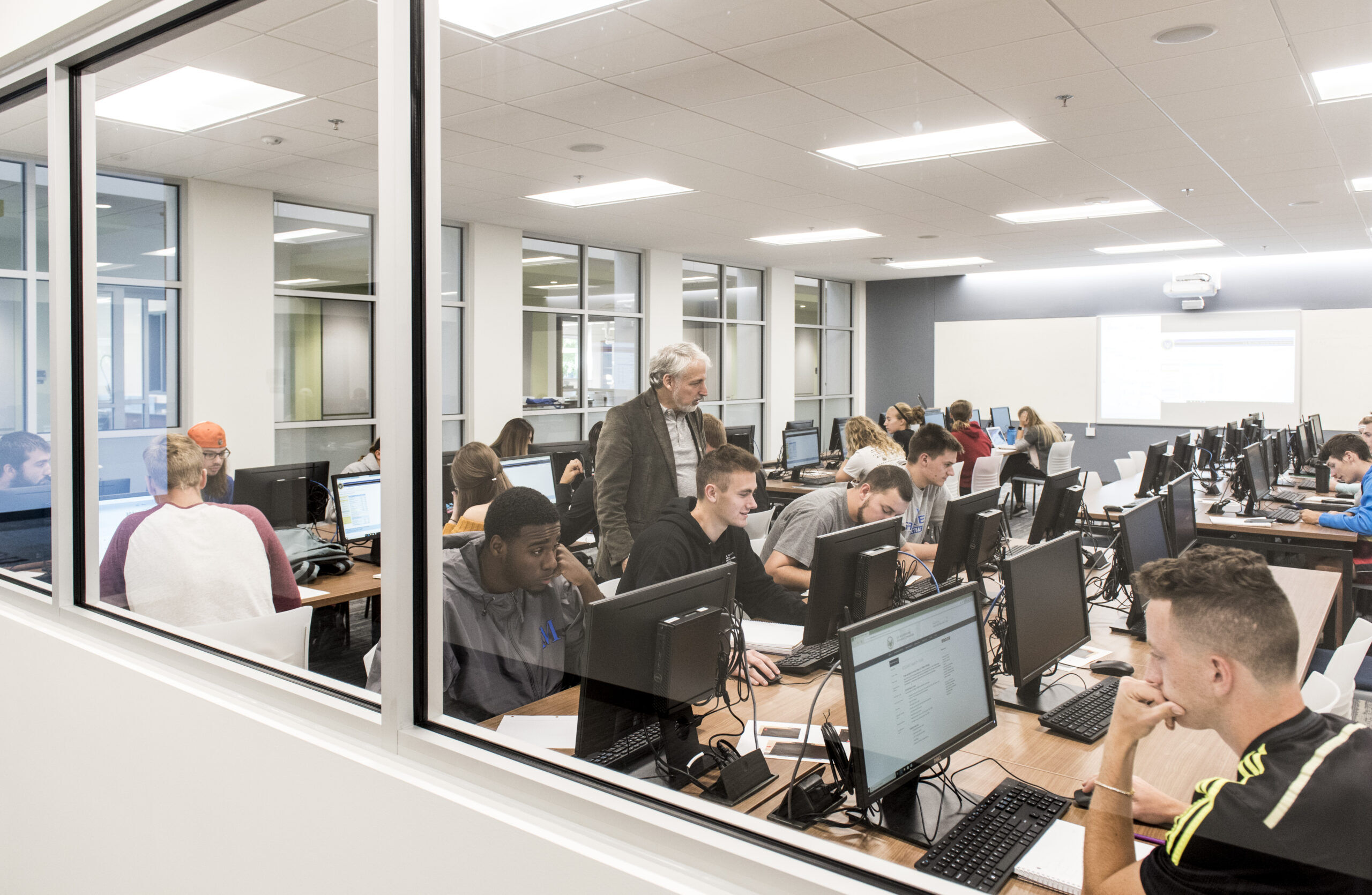 Students in computer lab. Apply to Marian University.